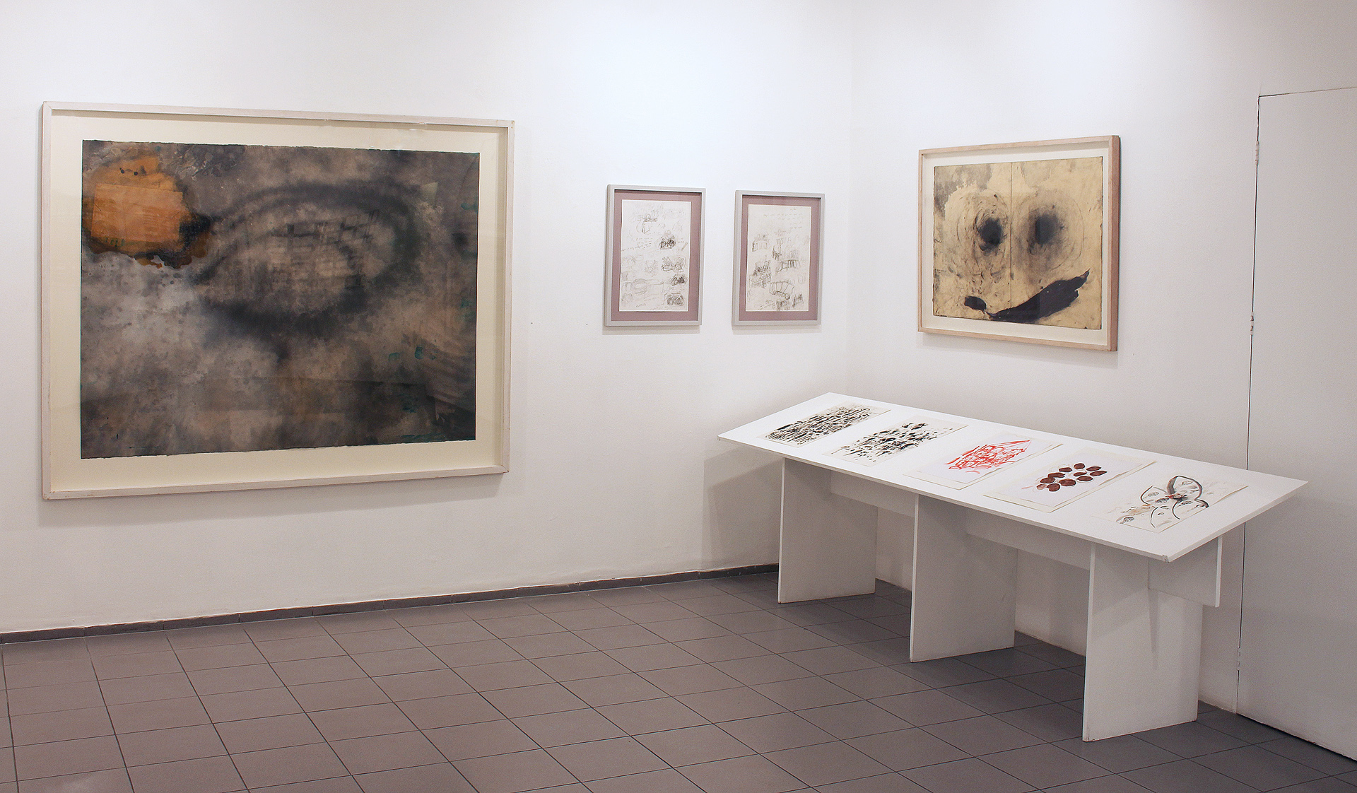 Exhibition view - Givon Art Gallery 2019 Left and right: Moshe Gershuni, center and table: Itzhak Golombek